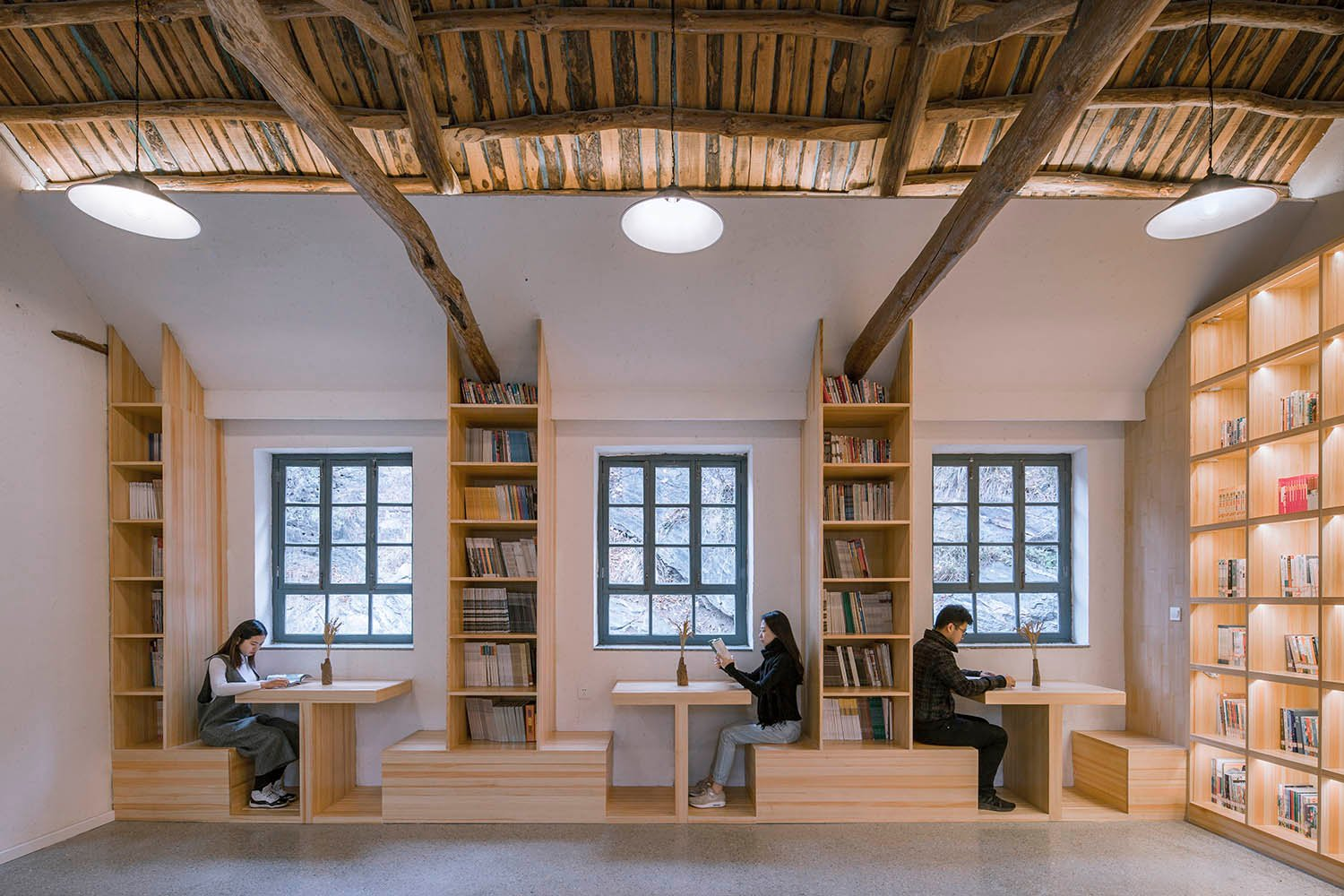 (12-Bay Art School)The reading area has bookshelves and exhibition tables Jin Weiqi