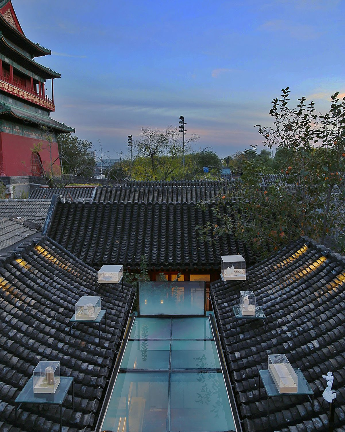 The southern view of the roof during the evening © RSAA/ Büro Ziyu Zhuang