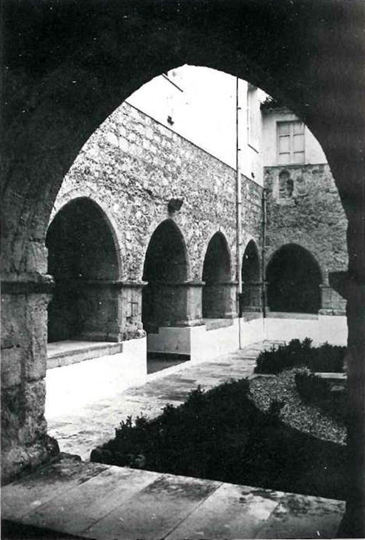 Il chiostro in un immagine d'epoca Archivio Storico Catanzaro