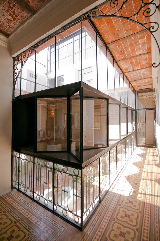 Main corridor Luis Gallardo / LGM Studio