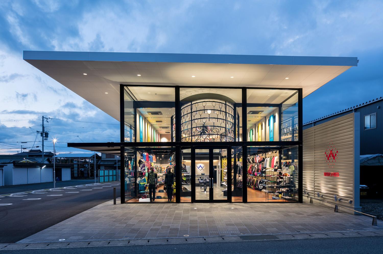 Main Glass Facade ©Stirling Elmendorf