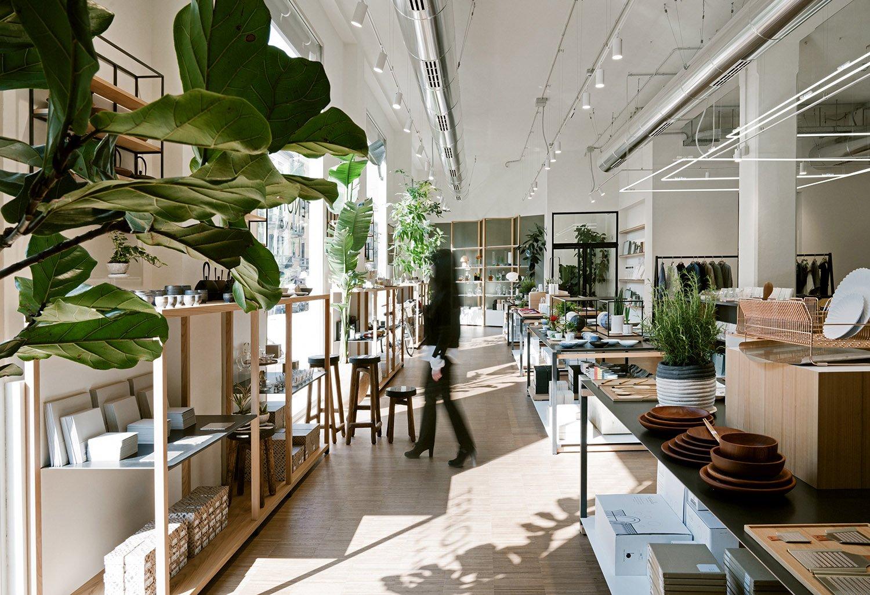 Vista spazio retail, gli elementi freestander Photo Andrea Martiradonna