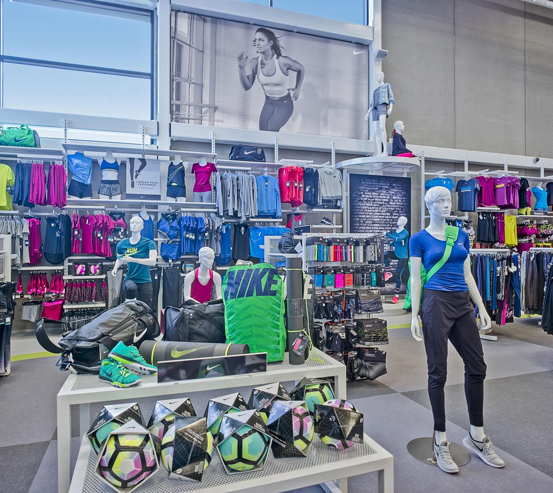 Women's Fashion Area Marc Cramer