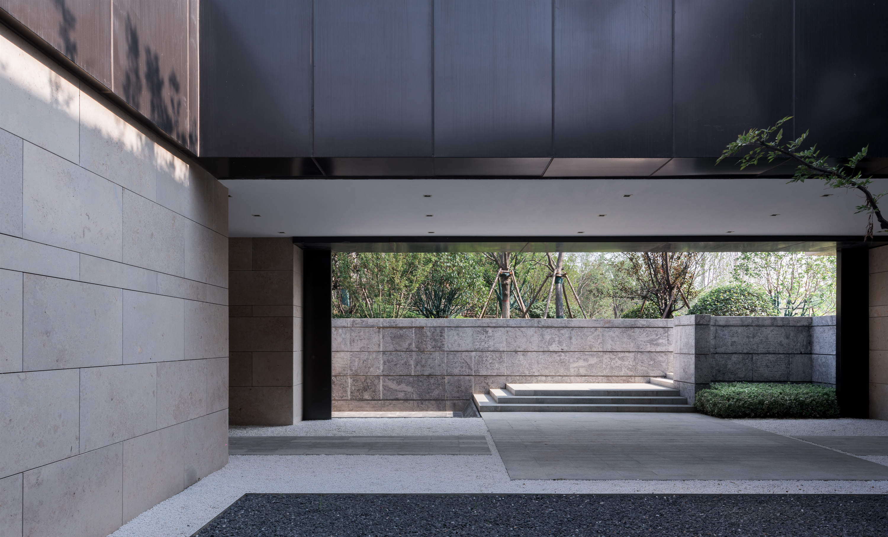 Inner yard gray space Lacime Architects