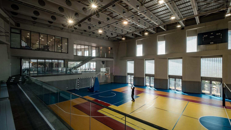 Multi-Sports Hall with views from Studios and Cafe Orhan Kolukısa, Yerçekim