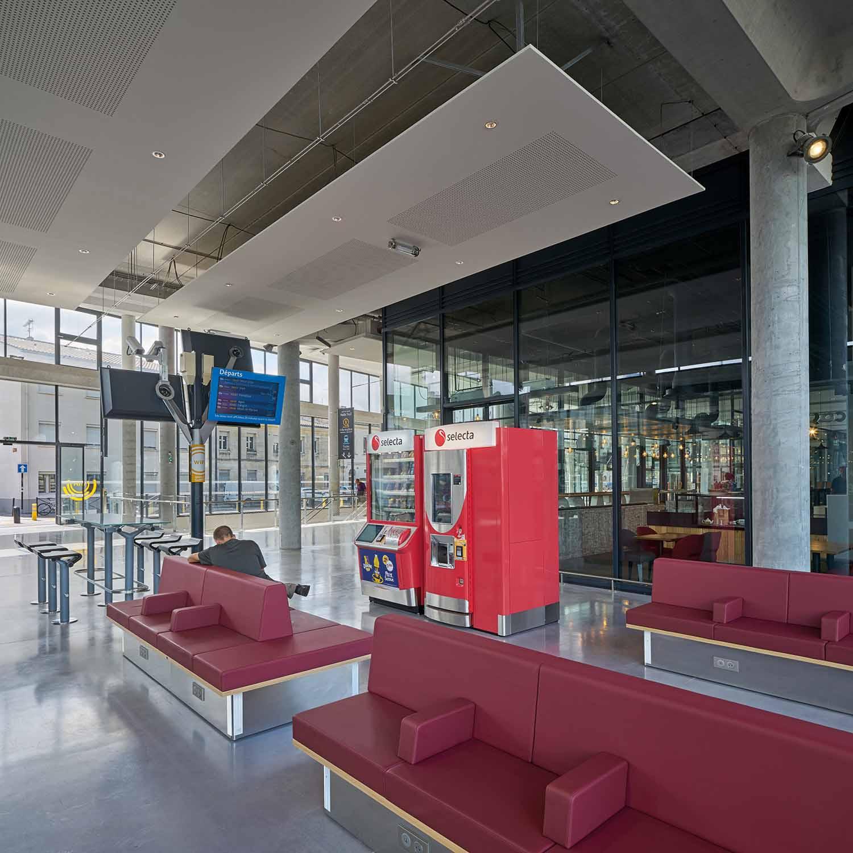 The waiting area of hall 3 AREP / Photographer: Didier Boy de la Tour
