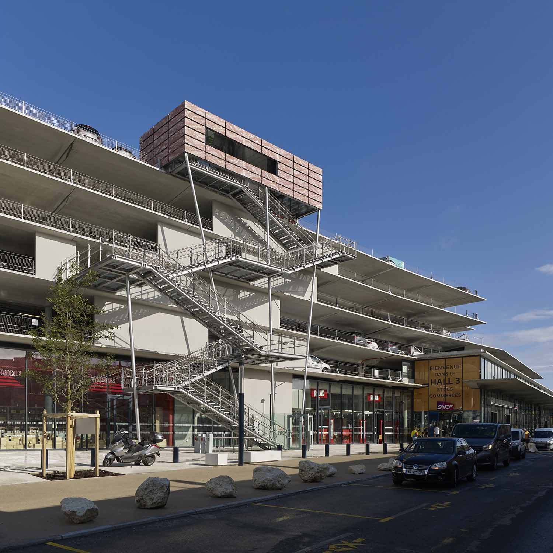 The facade of car park and hall 3 AREP / Photographer: Didier Boy de la Tour