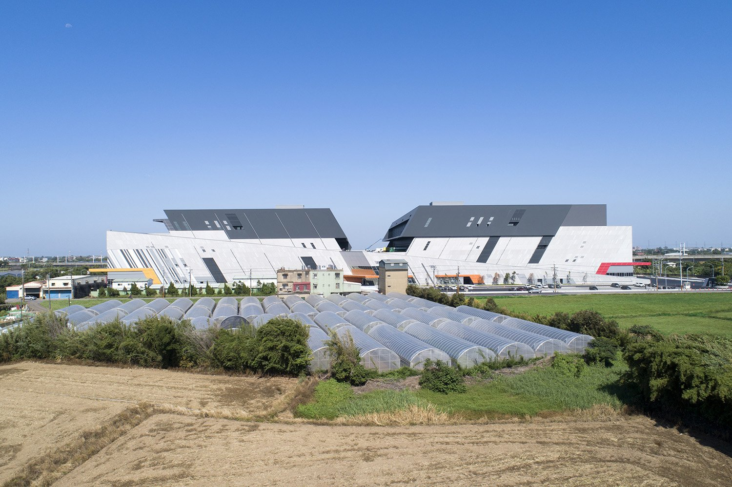 two 120m ramps connect the warehouses to create maximum efficiency Wei-Shih Hsieh