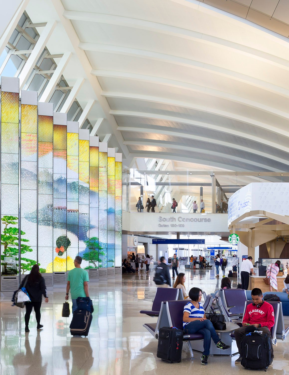 Integrated Environmental Media System in the terminal's South Concourse © Lawrence Anderson