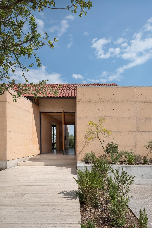 Exterior View - Access LGM Studio