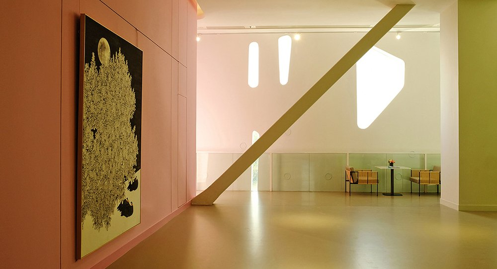 Outside of exhibition halls, the open space together with promenade corridors can be used for informal art display Su Chen