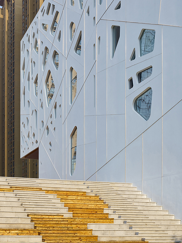Details on the facade and the grand seating stand by the building. Su Chen