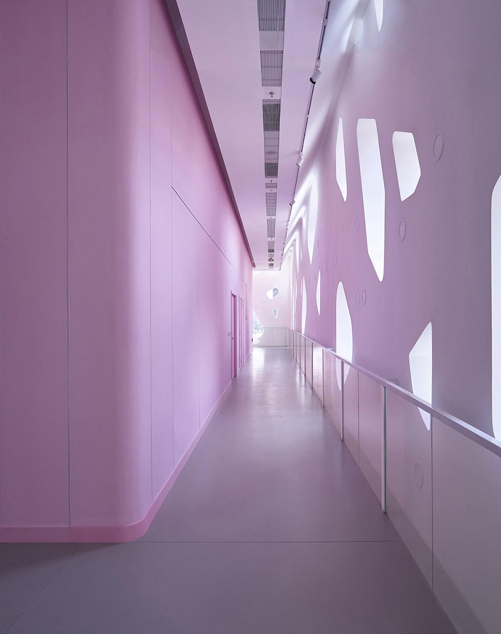 Promenade corridor outside of the exhibition halls Su Chen