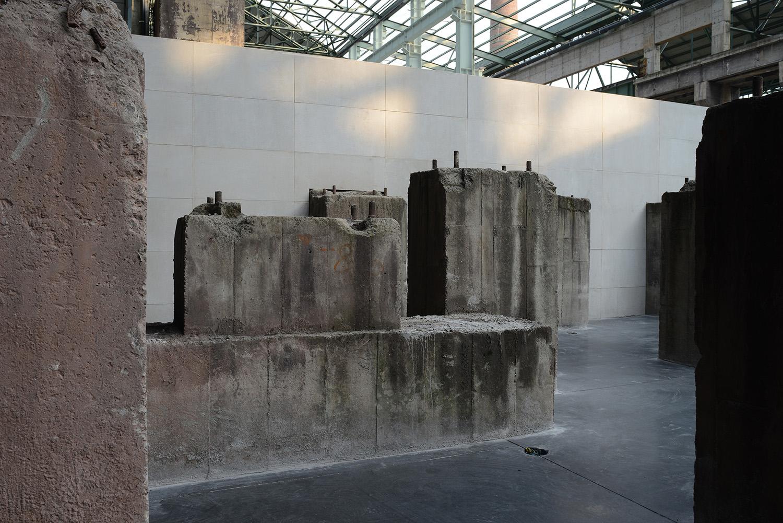 Old concrete pillars Eteinne Clement