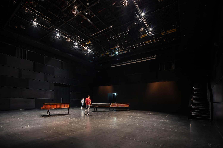 Arter Interior Karbon Theatre Quintin Lake