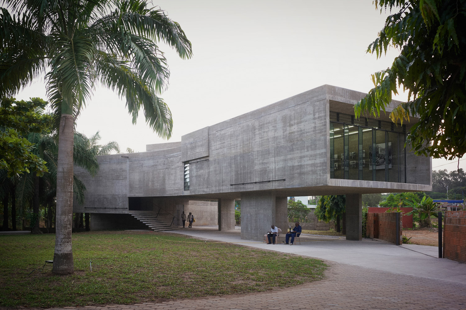 The new gallery building hovers above the existing garden and creates spaces for activities to take place both indoors and outdoors Julien Lanoo