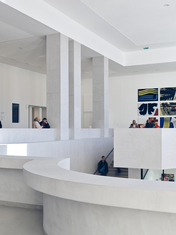 Curve of the mezzanine Stéphane Chalmeau