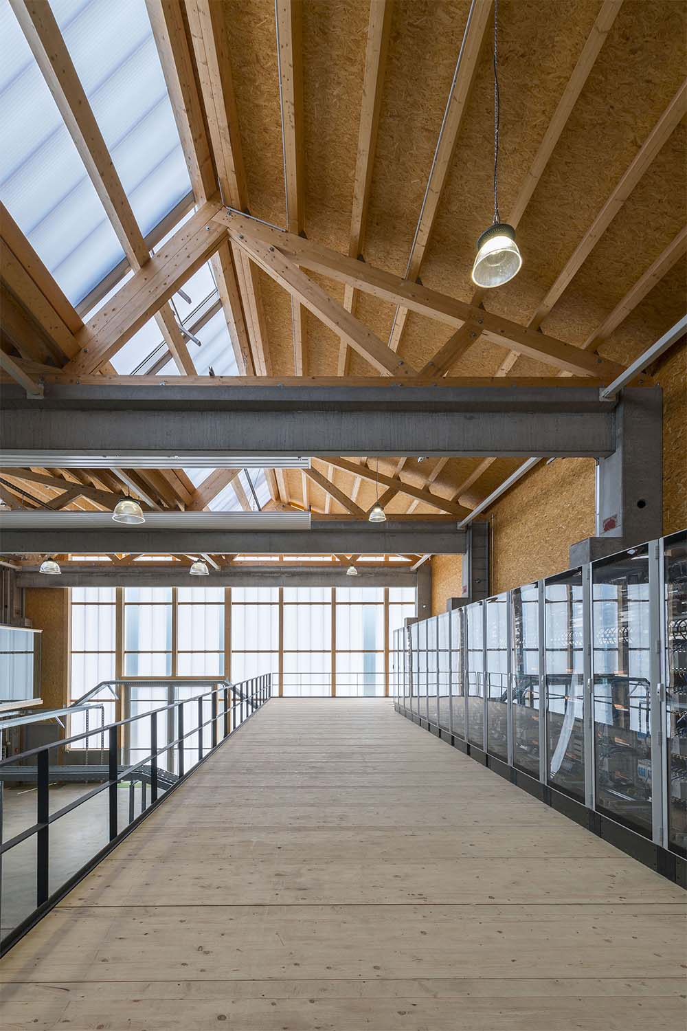 The hall is characterized by the wooden construction of the sawtooth roof David Matthiessen