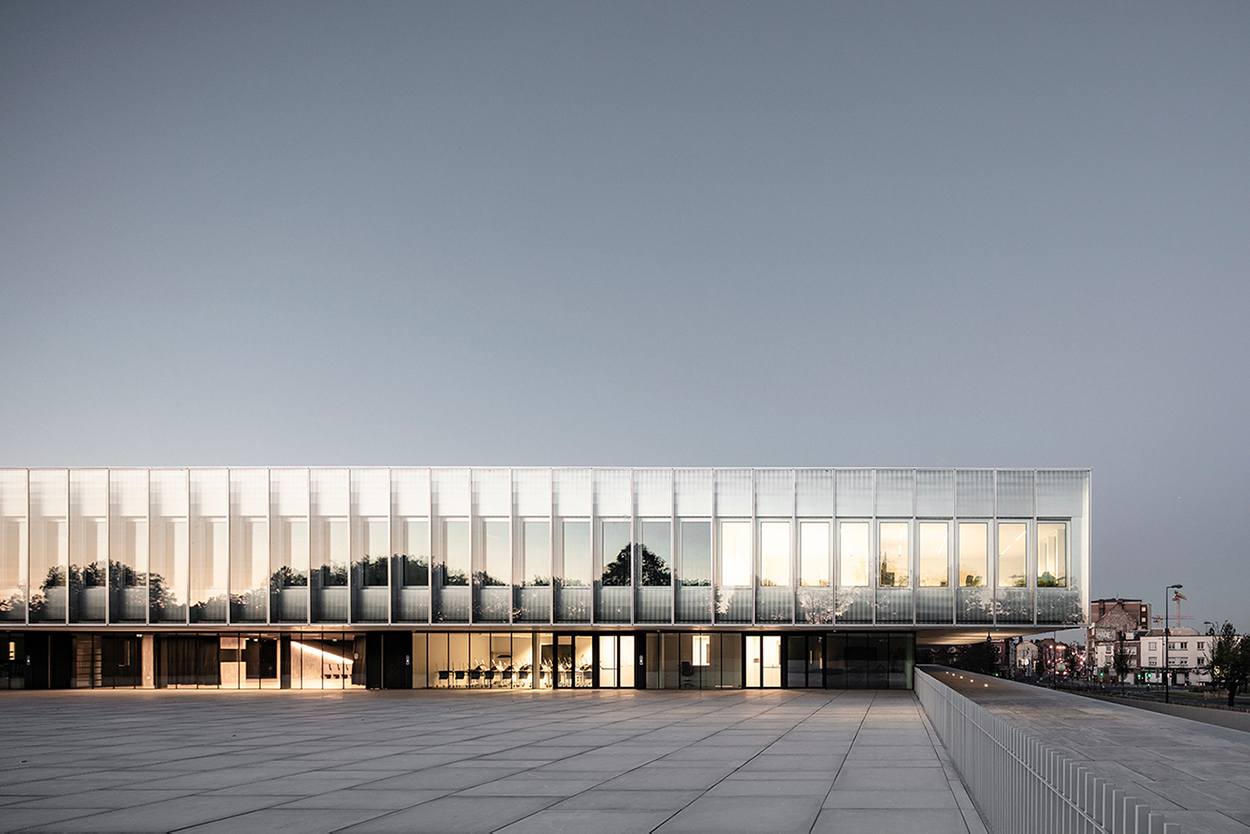 The building reflects and absorbs the surrounding landscape Sebastian van Damme