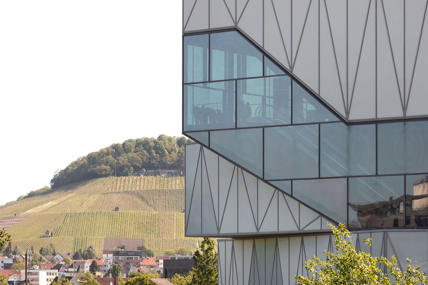 facade with view into the vineyards Jan Bitter