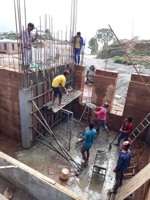 Construction of a ring beam atop rammed earth walls Sharon Davis Design}