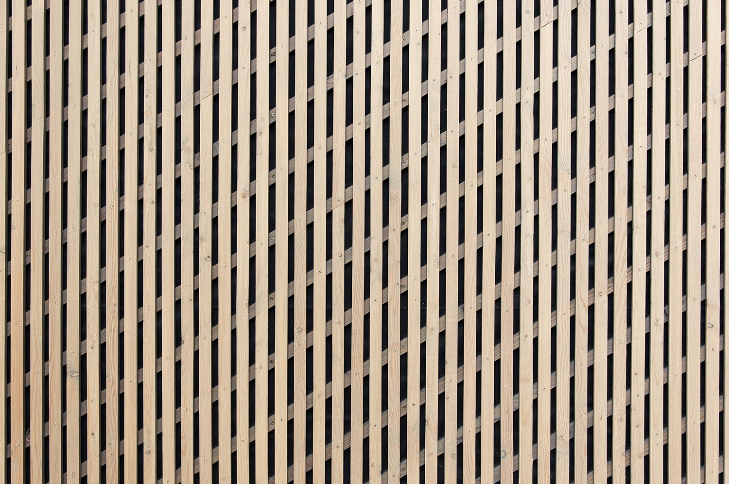 Larch wood lath facade: The visible substructure of the slats runs diagonally. Yonder - Architektur und Design