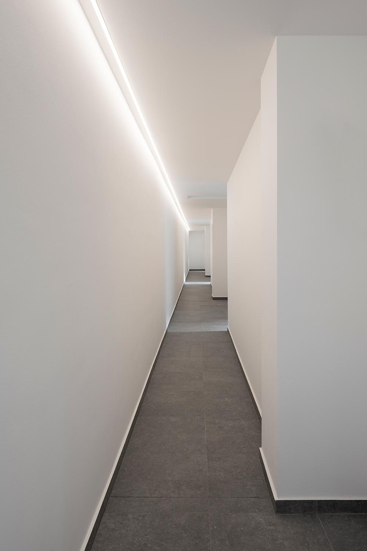 Corridoio comune di accesso ai patii privati Federico Villa Studio