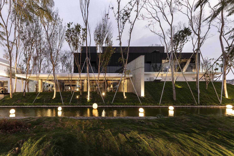 NATURAL LIGHT AND ARCHITECTURE Moooten Studio / Qimin Wu}