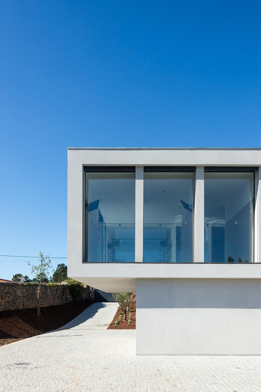 Exterior view - East João Morgado