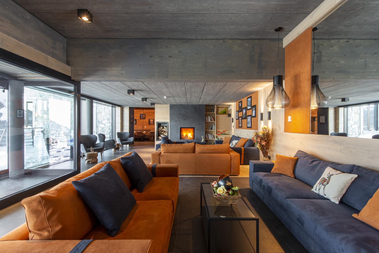 La nuova lobby curatissima nei dettagli, in elegante stile moderno con rimandi alpini Re delle Alpi
