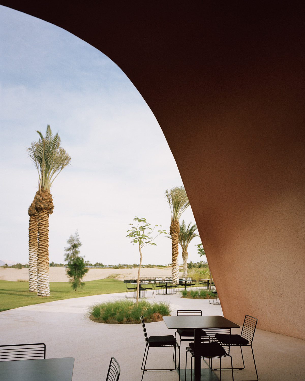 External view of golfclub Rory Gardiner