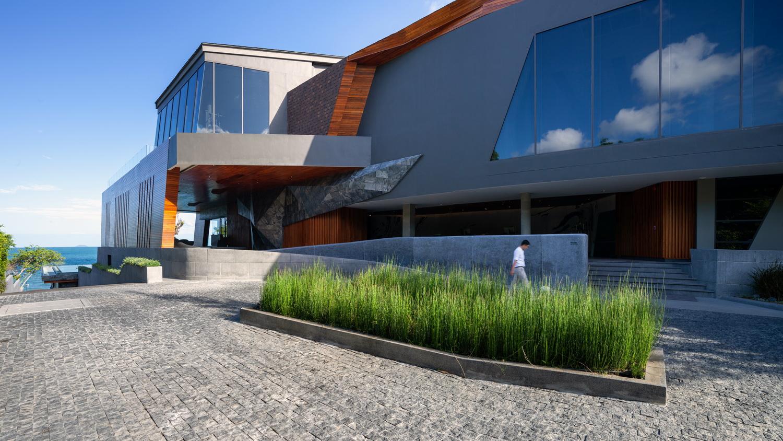 Drop-off reception of the facilities building Spaceshift Studio