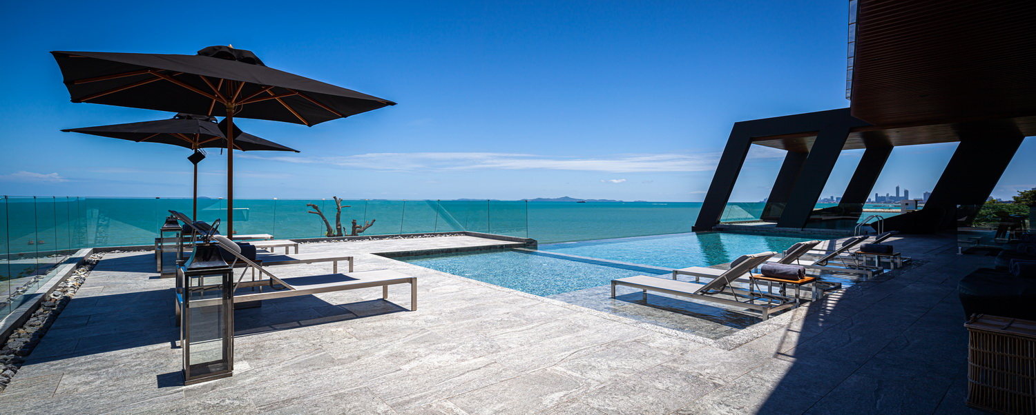 Rooftop swimming pool with the ocean view Spaceshift Studio