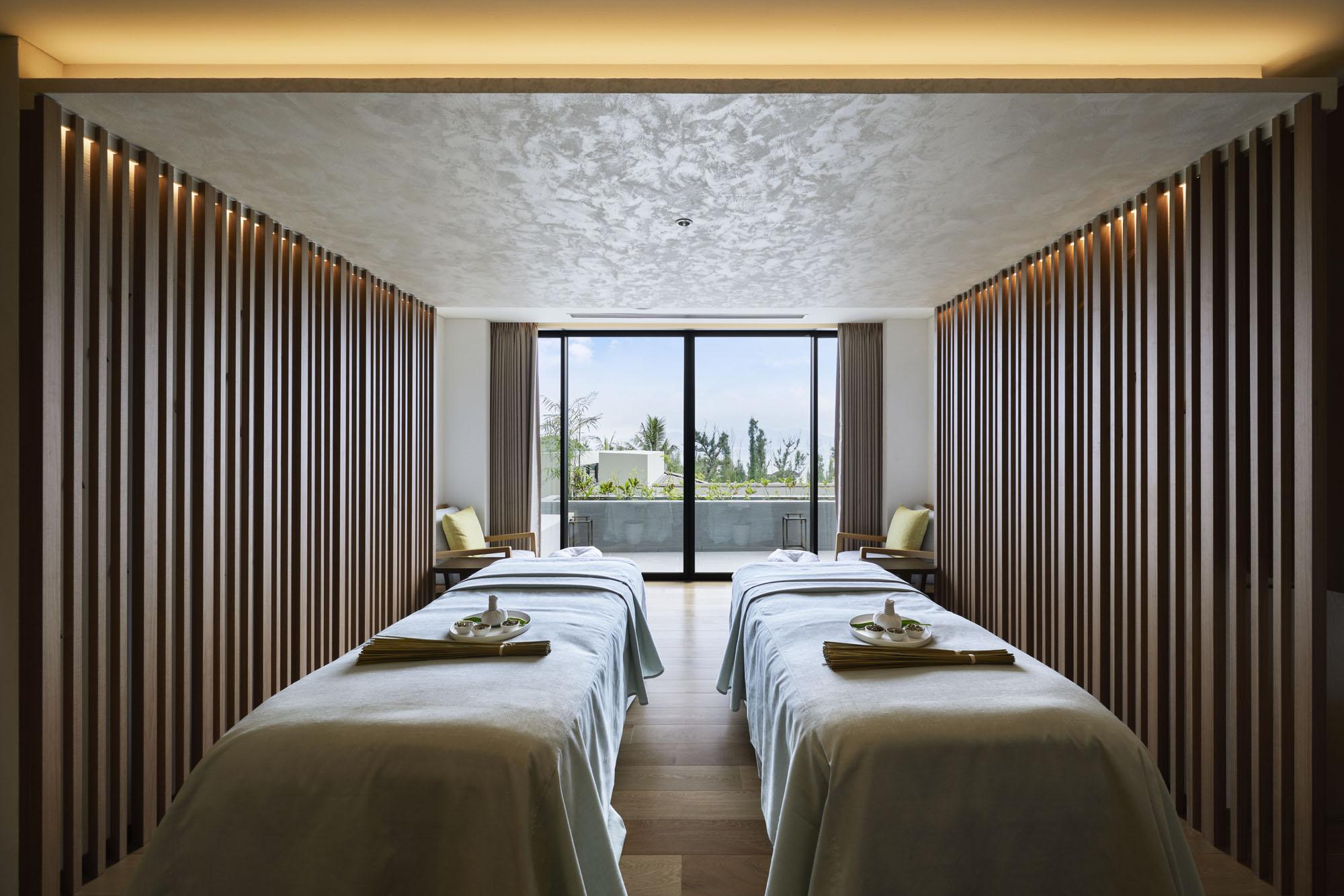 Couple's Treatment Room Nacása & Partners Inc.