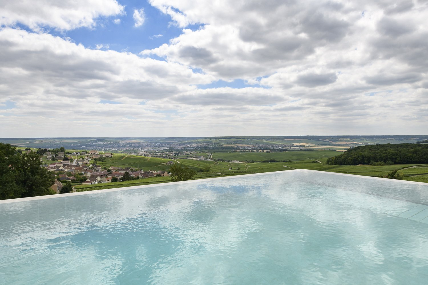 The infinity-edge outdoor pool Fred Laures