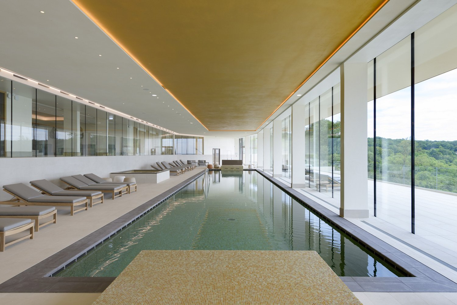 The indoor pool in the spa Fred Laures