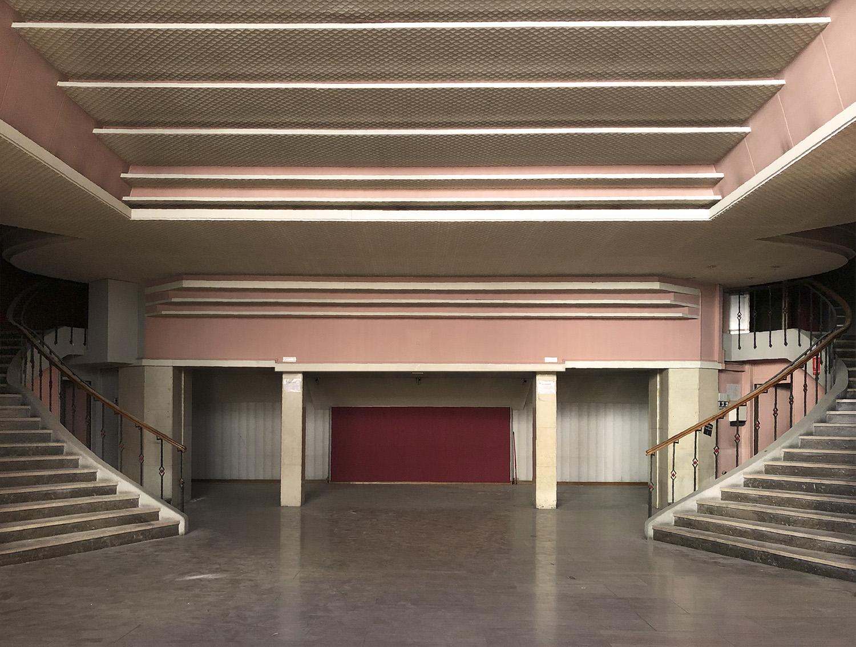 Hall di ingresso dell'ex cinema_stato di fatto Gherardiarchitetti