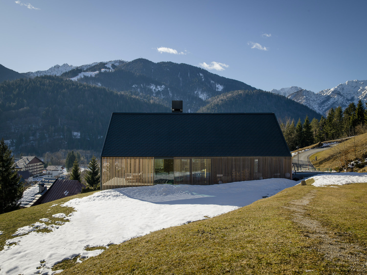 """The house is characterized by an external """"skin"""" made of wood, like many traditional alpine architecture Gianni Antoniali"""