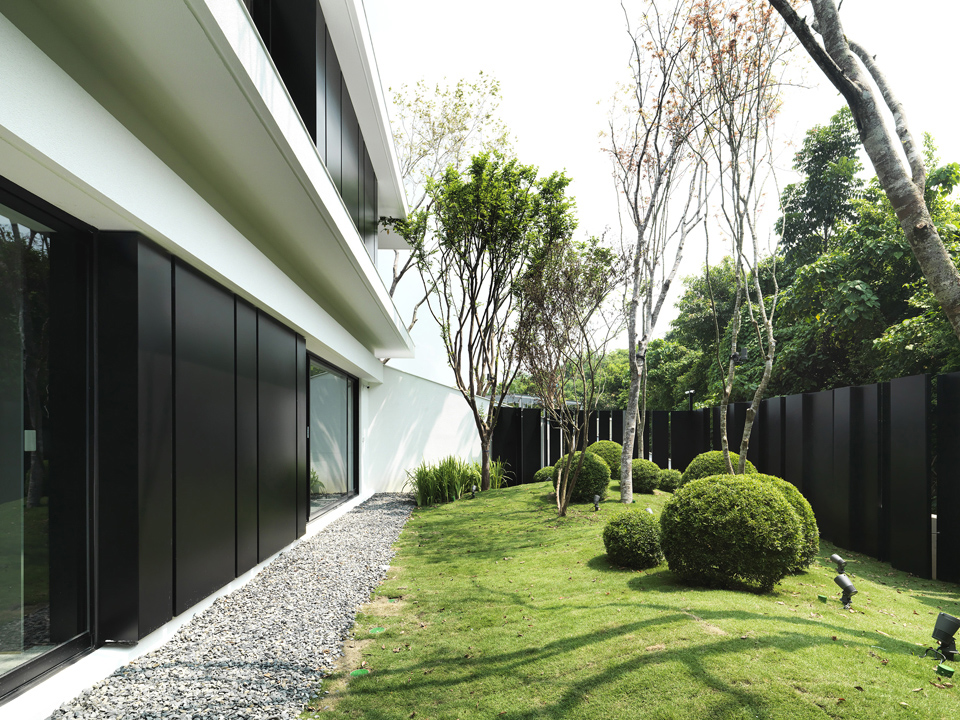 green slopes Moooten Studio / Qimin Wu}