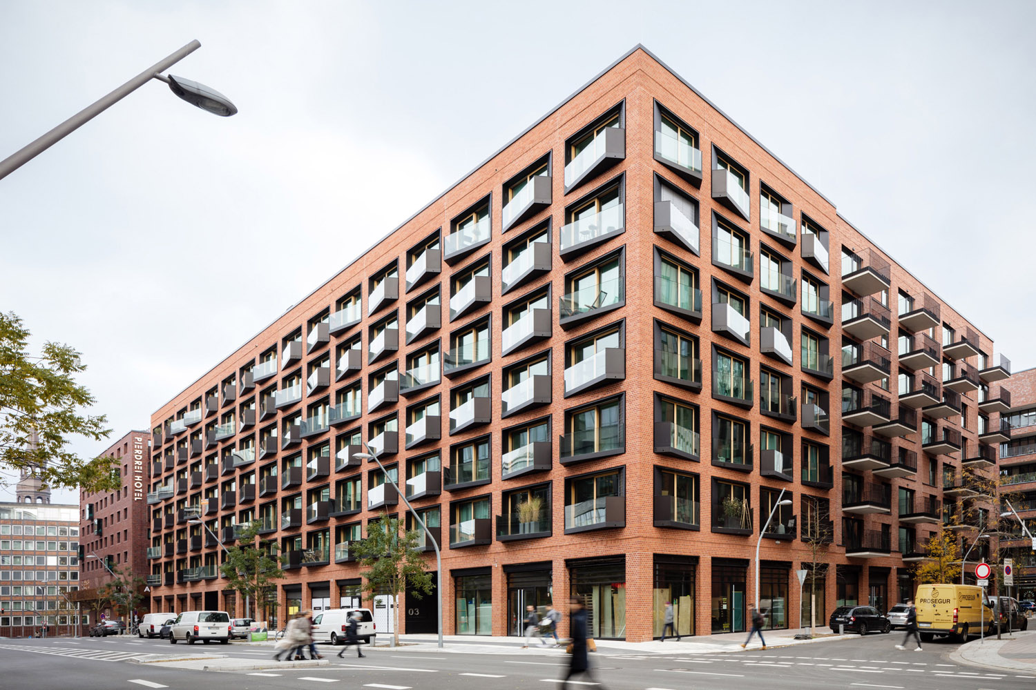 The mixed-use ensemble with around 220 apartments has retail and restaurant facilities at ground floor level Marcus Bredt