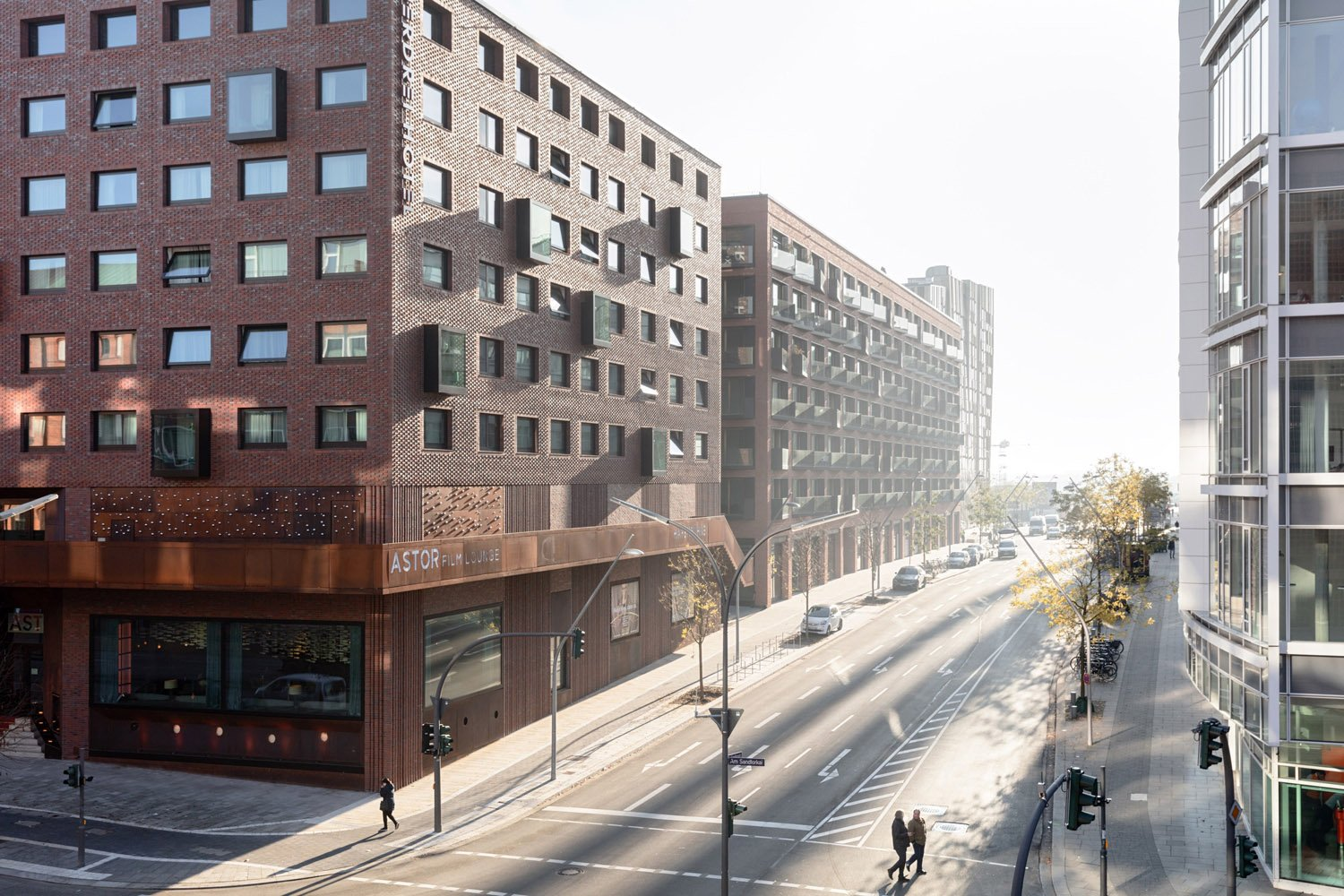 From the outside you can hardly detect its functional diversity – but behind the facades there is a sophisticated mix of urban housing, a hotel, a top class cinema, a public underground car park, restauran Marcus Bredt