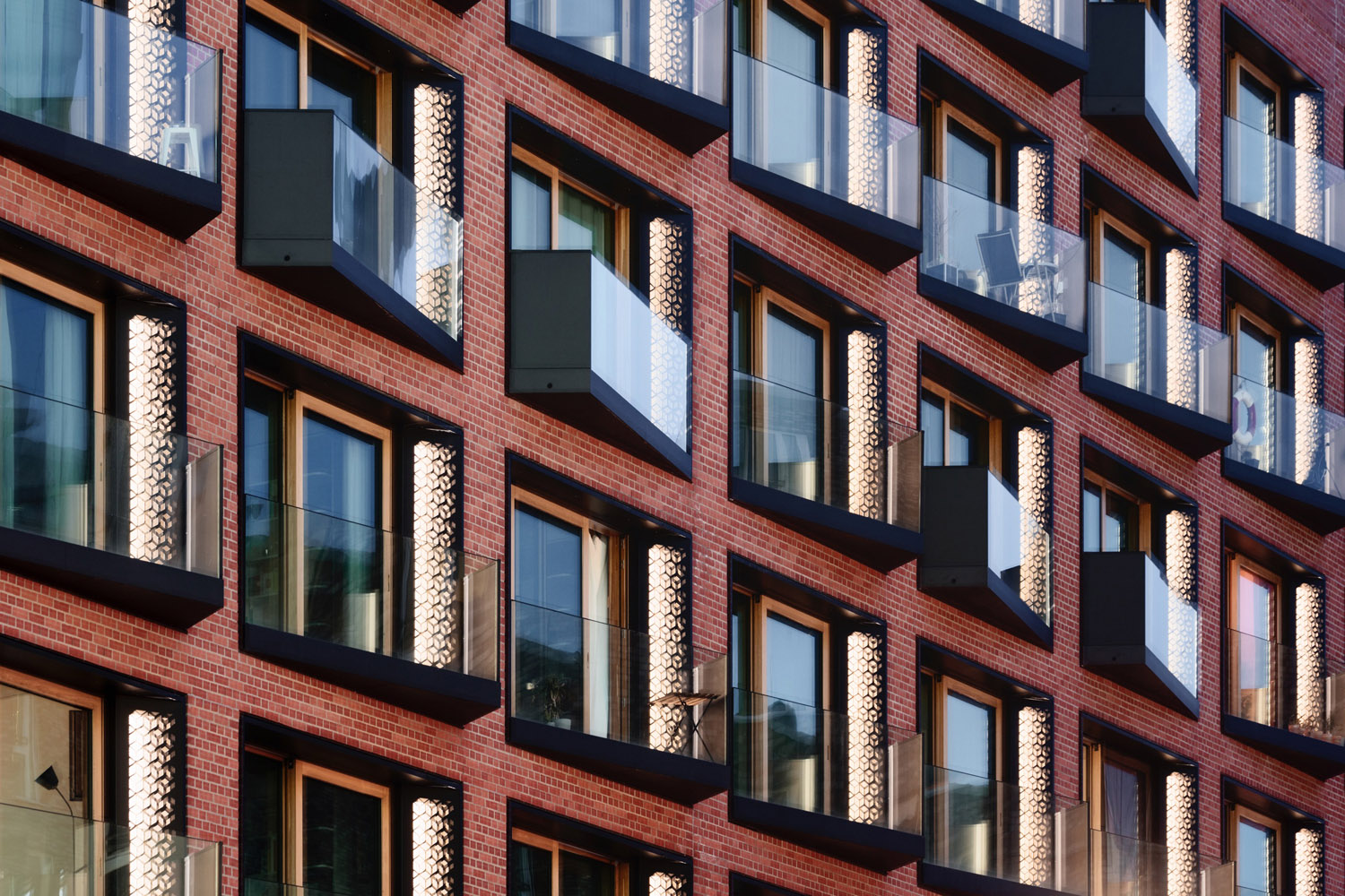 Specially developed HafenCity windows with fixed solar screening Marcus Bredt