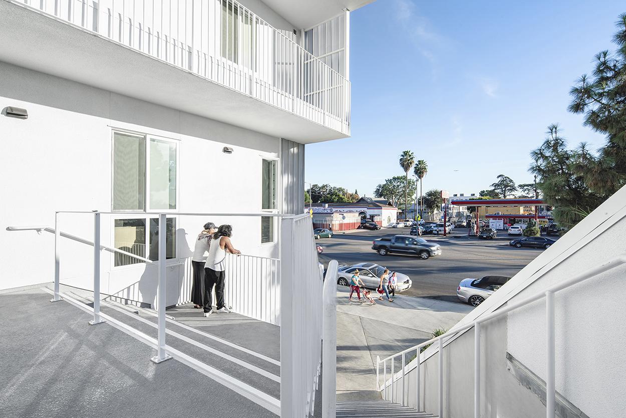 MLK1101 Supportive Housing Stoop Paul Vu Photography