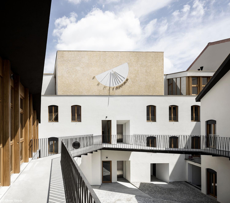 Courtyard Alberto Strada