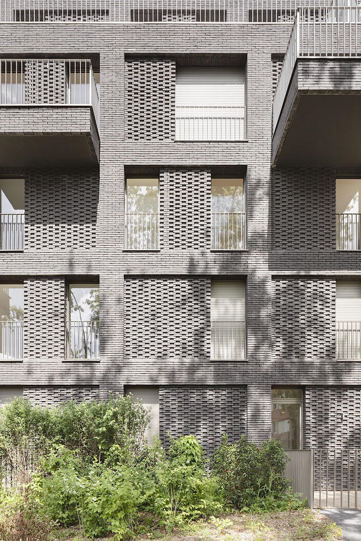 GREY BUILDING - DETAIL Schnepp Renou