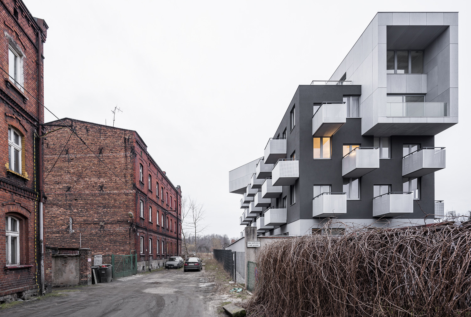 Baildomb Housing is a building where the context, both architectural and social one, is crucial Juliusz Sokolowski