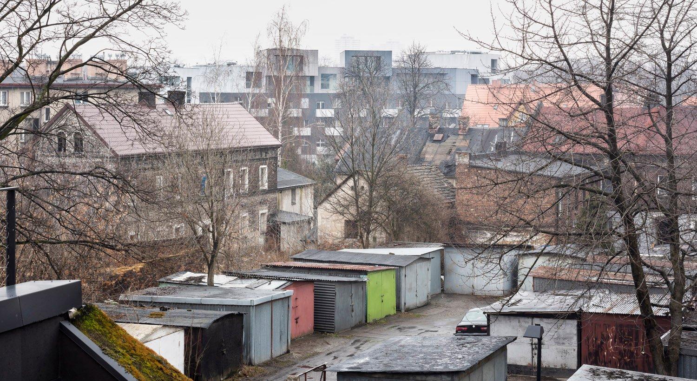 Chaotic, diverse environment influenced the building's shape Juliusz Sokolowski