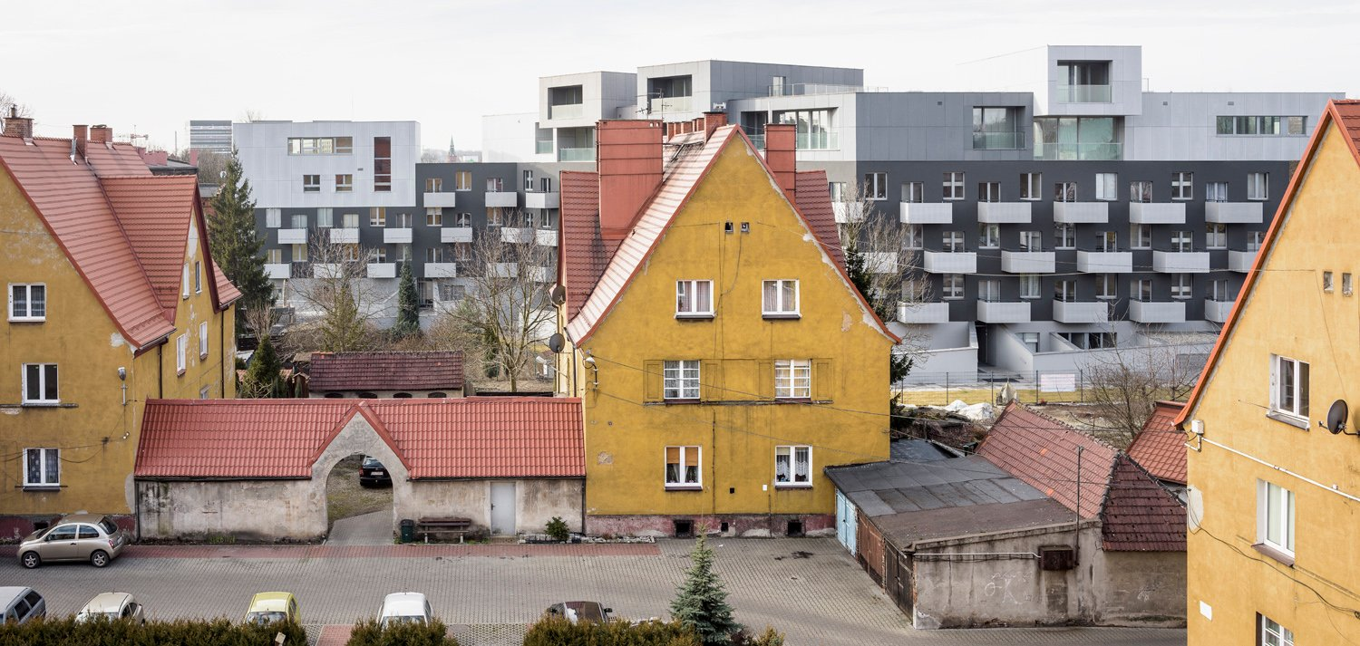 View from the side of the pre-war housing complex - the most expressive building in the entire districts Juliusz Sokolowski