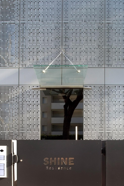 Esterno, ingresso principale Alessandra Bello