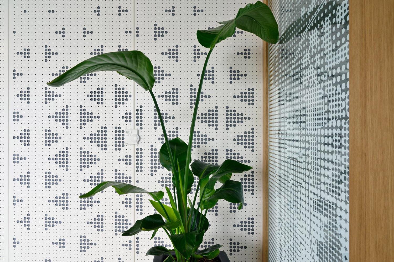 Pattern wall - white Miran Kambič}